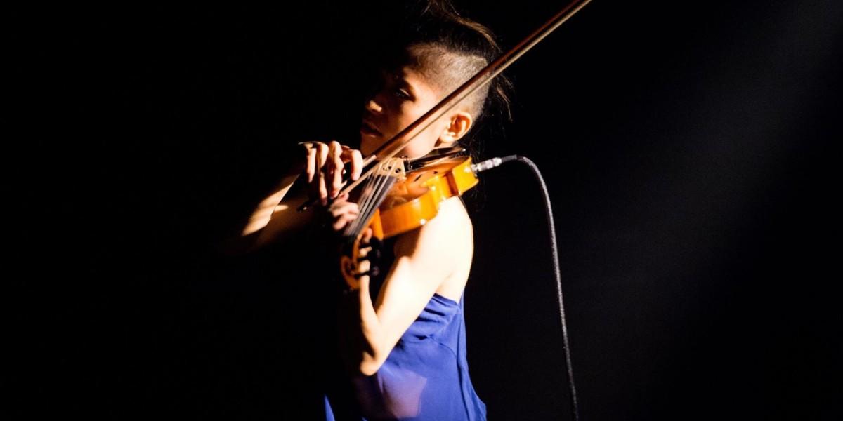 Electric violin player : AKIE